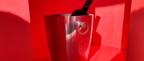 Elegance in red: the Essenza bucket for Broggi